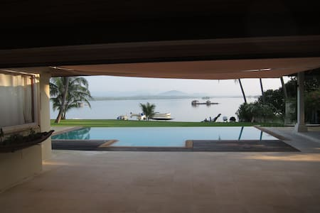 luxury beachfront villa in Mai Kao - Huvila
