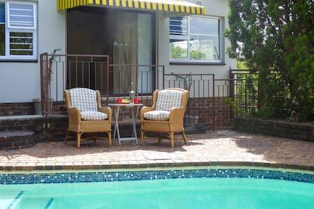 Pam's Place, Garden Apartment, Johannesburg - Krugersdorp - Apartemen