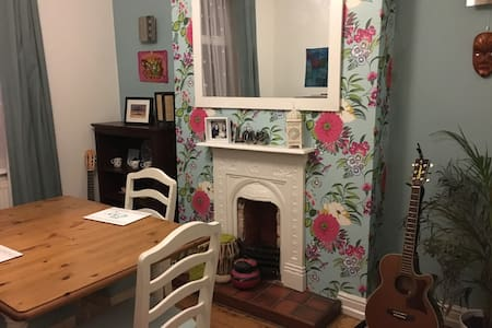 Single room near Stockport train st - Stockport - House