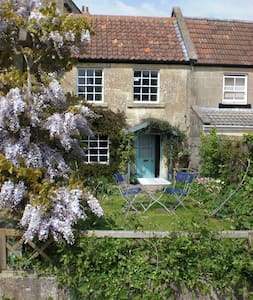 Cute Cottage in Bath - House
