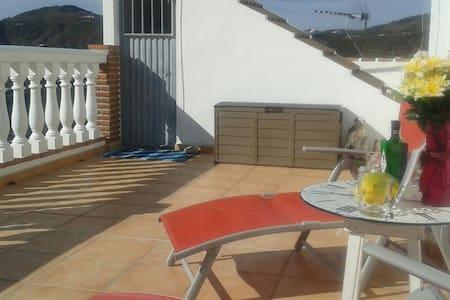 Tranquil Spanish Townhouse - Casa adossada