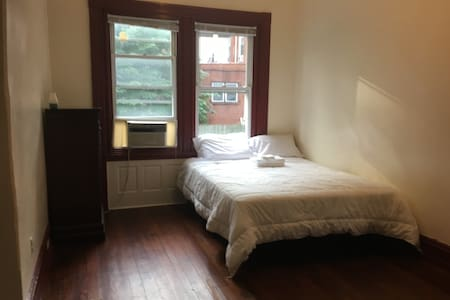 Sunny Private Room--amazing location! - Philadelphia - House