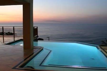 Ballito, Durban - Dolphin Rock # 1  - Sea Views - Dolphin Coast - Bed & Breakfast