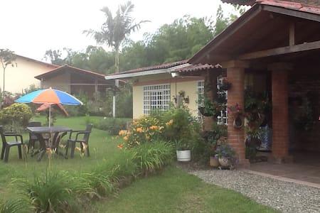 Alojamiento en casa campestre - House
