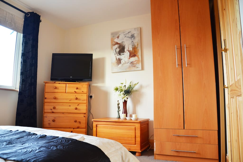 D/B room in Cork by the river lee