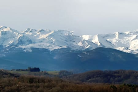 Cabin facing gorgeous Pyrenees view - Sainte-Croix-Volvestre - Kabin