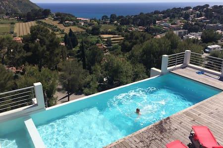 Chambre en terrasse piscine Cassis. - Haus