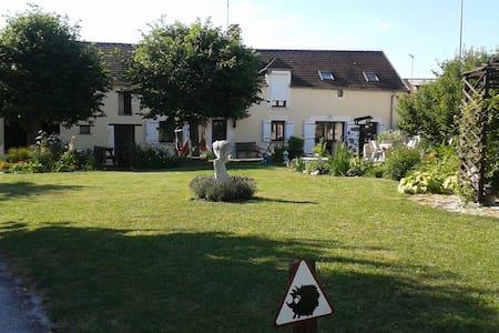"""""""croisee des rivieres"""" in Burgundy - Bonnard - Haus"""