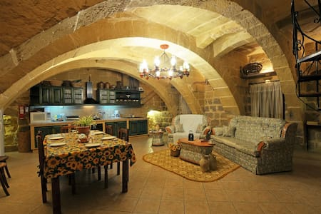 Traditional House 4 Bedrooms & Pool