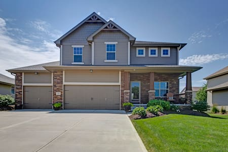 LARGE BEAUTIFUL HOME 5 BED/4 BATH - Omaha - House
