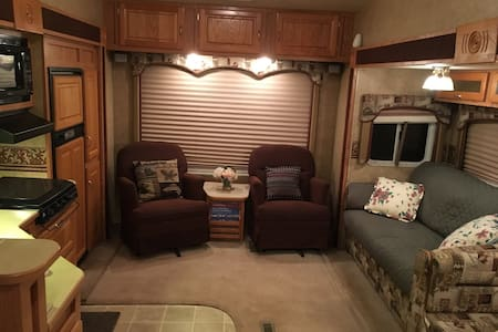 Quiet and Convenient Place - Grass Valley - Camper/Roulotte