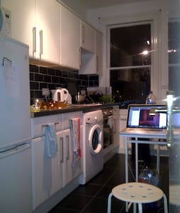 Double Bed in Edwardian Home - London - Apartment
