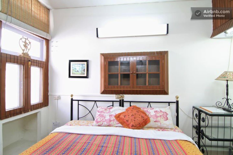 Bed & Breakfast Delhi - Free Wifi