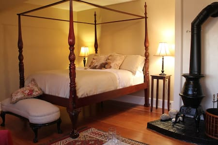Historic Landmark House - Room #1