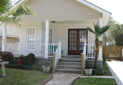 Home 10 min From Downtown NOLA - 一軒家