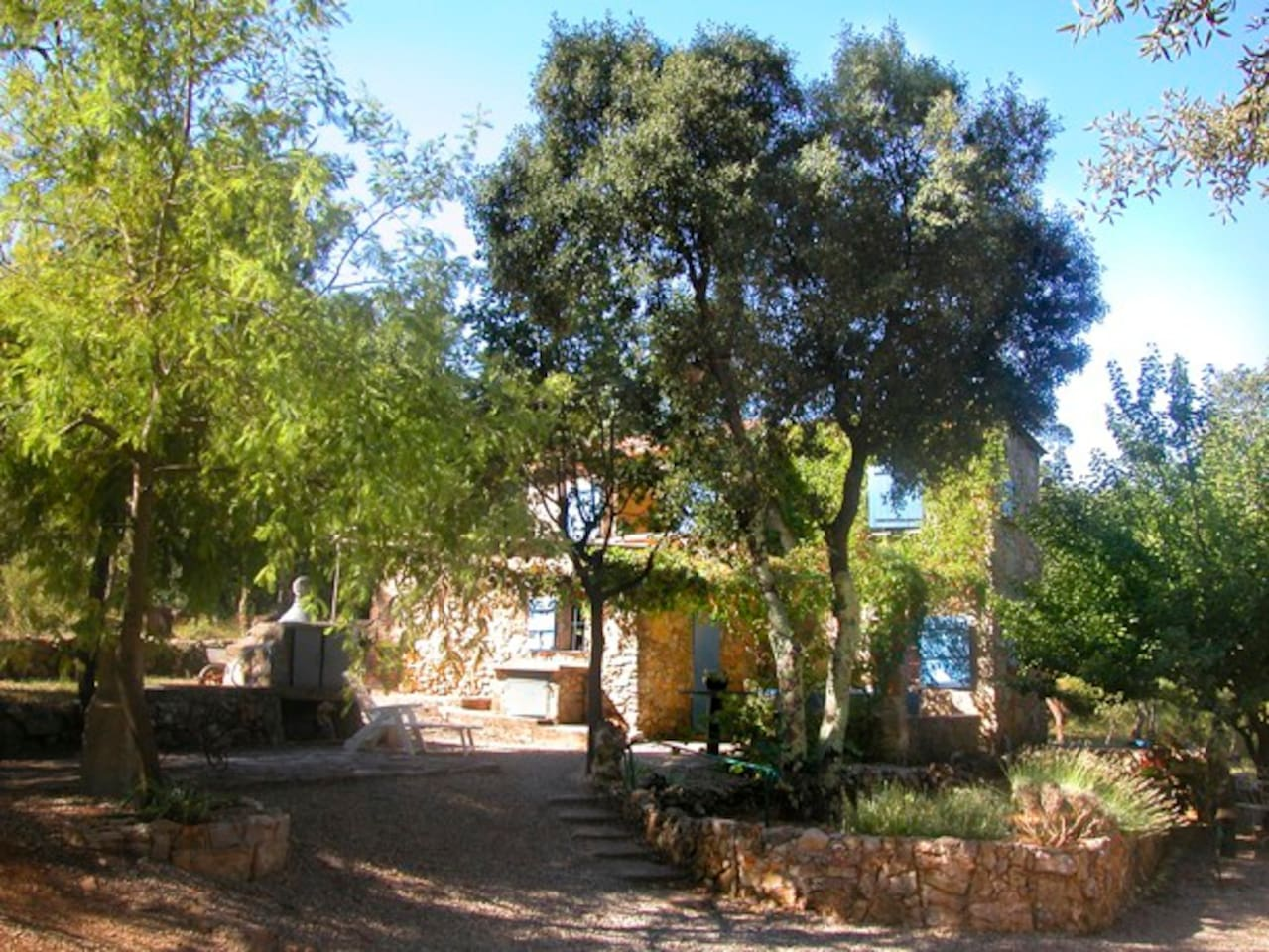 Cabanon (cottage) in green hills of Provence