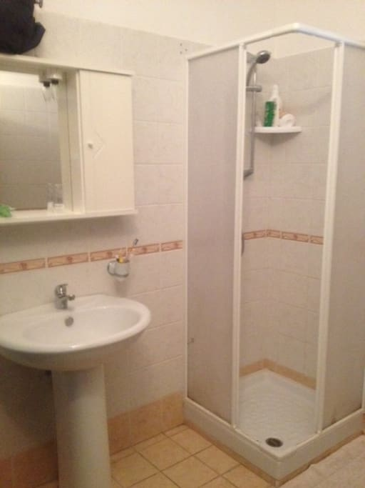 The main bathroom, hot water is running. This is only a corner, there is a window and WC and bidet. personal stuff is not there anymore