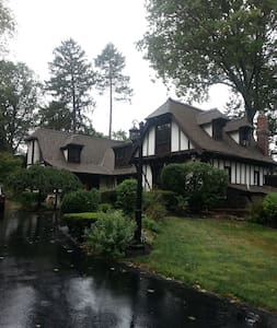 Beautiful English tudor home in Merion Station - Merion Station - Rumah