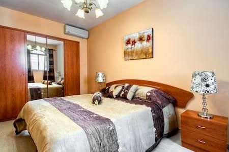 3 Bedroom Apt-Free WIFI & CableTV - Apartemen