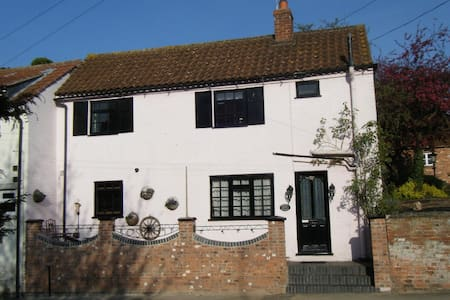 ROSEHIP PRETTY PERIOD  COTTAGE, Bingham,Notts - Bingham
