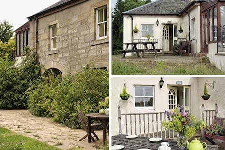 Cosy farm cottage 30 minutes drive from Edinburgh - Rosewell - House