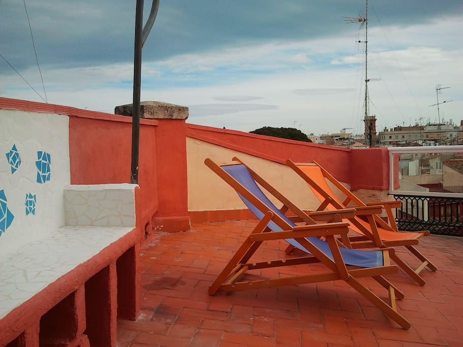 In the terrace, our two deck chairs and the new bench are waiting for you!