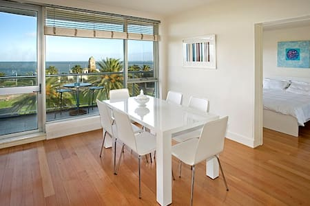 The Penthouse Apt in the block! - St Kilda - Apartment