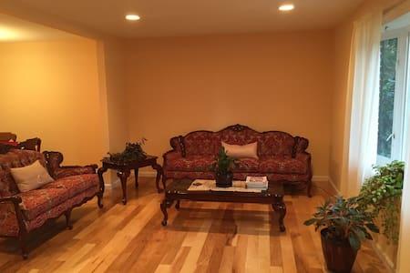 Spaciouse Family Friendly Home! - Ház
