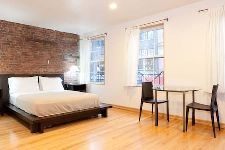 MEATPACKING STUDIO APARTMENT