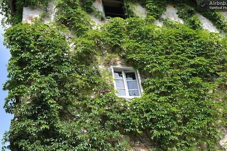 camera in casale tipico toscano - Hus