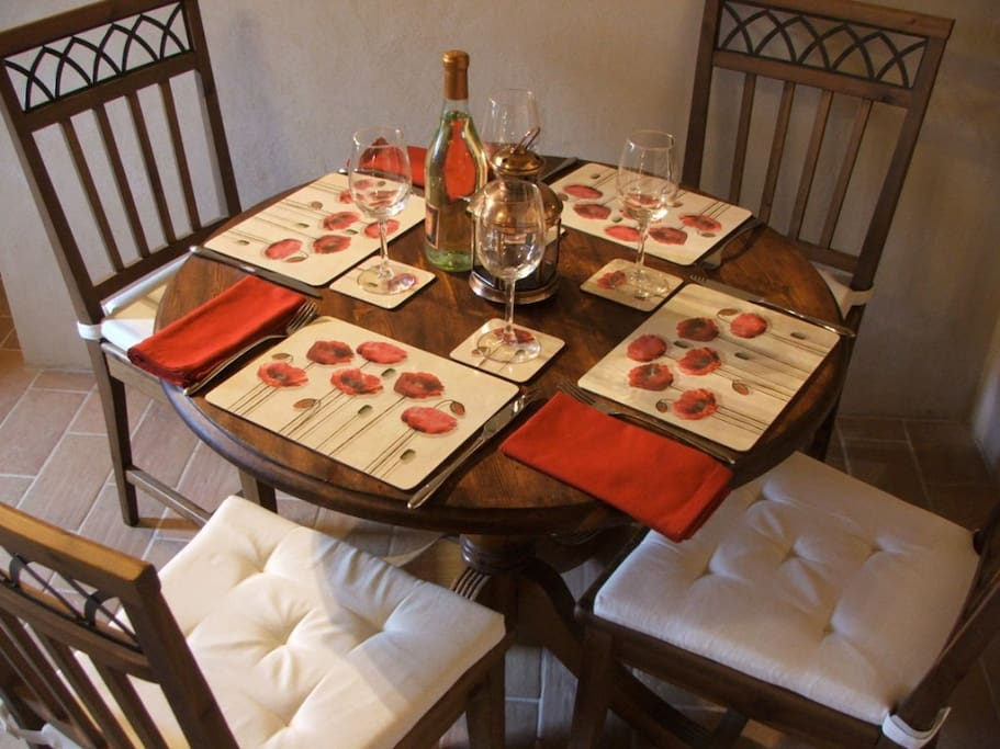Your Dining Area in Valley View