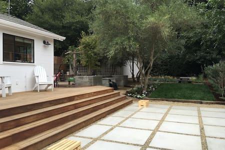 Modern home walkable to Healdsburg Plaza - Healdsburg