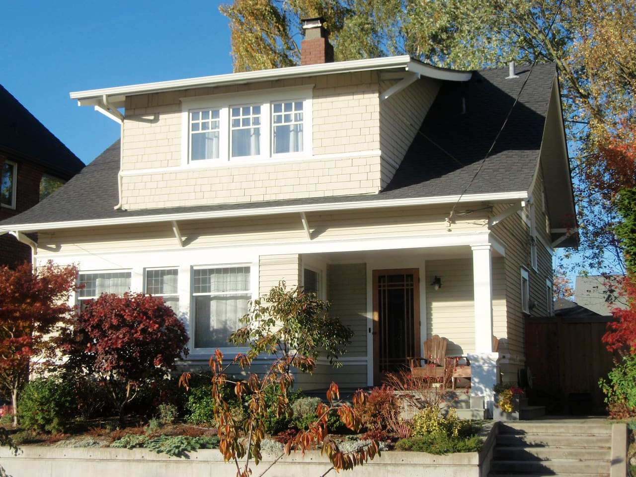 Nice home on a quiet street, steps away from the shops and restaurants on Queen Anne Avenue.