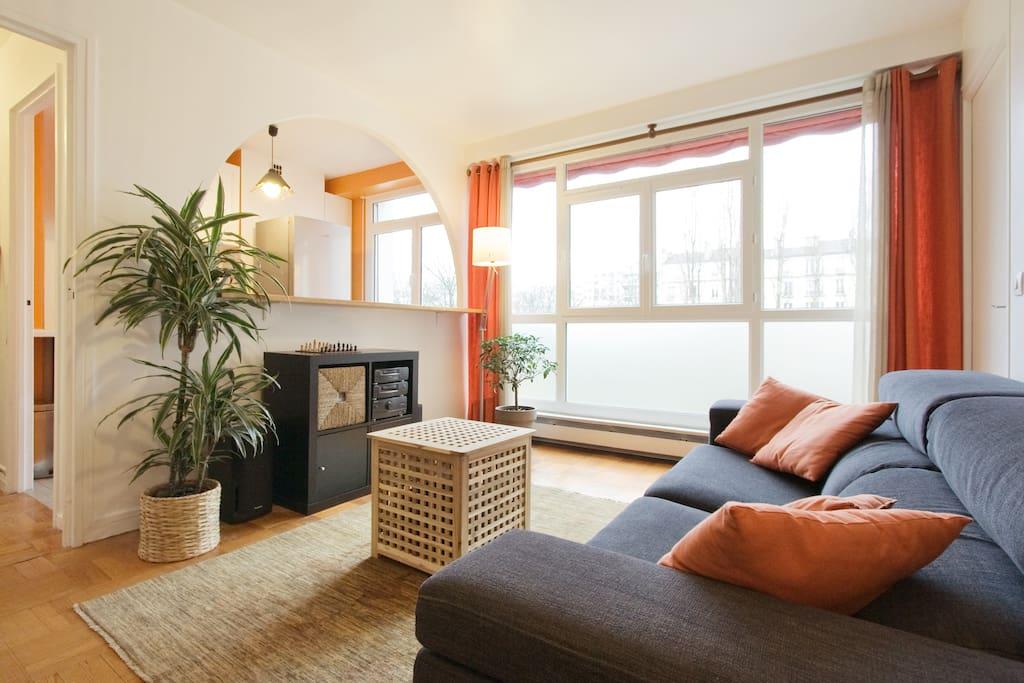 Quiet and sunny room apartments for rent in paris for Porte de la villette salon orientation
