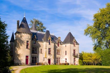 Grand Suite at Chateau de Ribagnac - Saint-Martin-Terressus