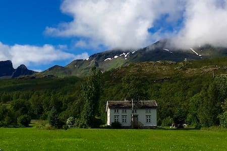 Charming and authentic norwegian timber house - House