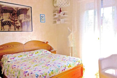 Double bed room available in apartment - Formigine - Lejlighed