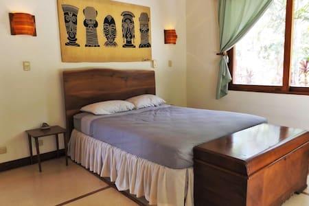 Tico Room - Bed & Breakfast