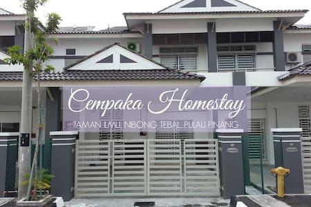 Cempaka Homestay - Haus
