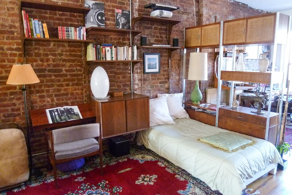 *1BR Sunny Airy Loft Williamsburg*
