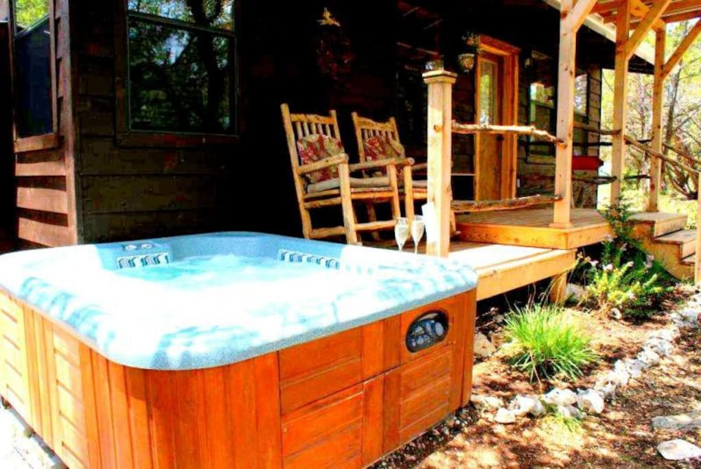 Romantic private getaway with private hot tub with beautiful views of the hill country