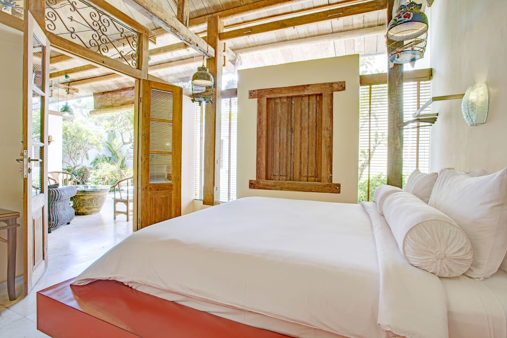 All beds are dressed in lush bamboo linen and have quality prestige mattresses for very comfortable sleep.