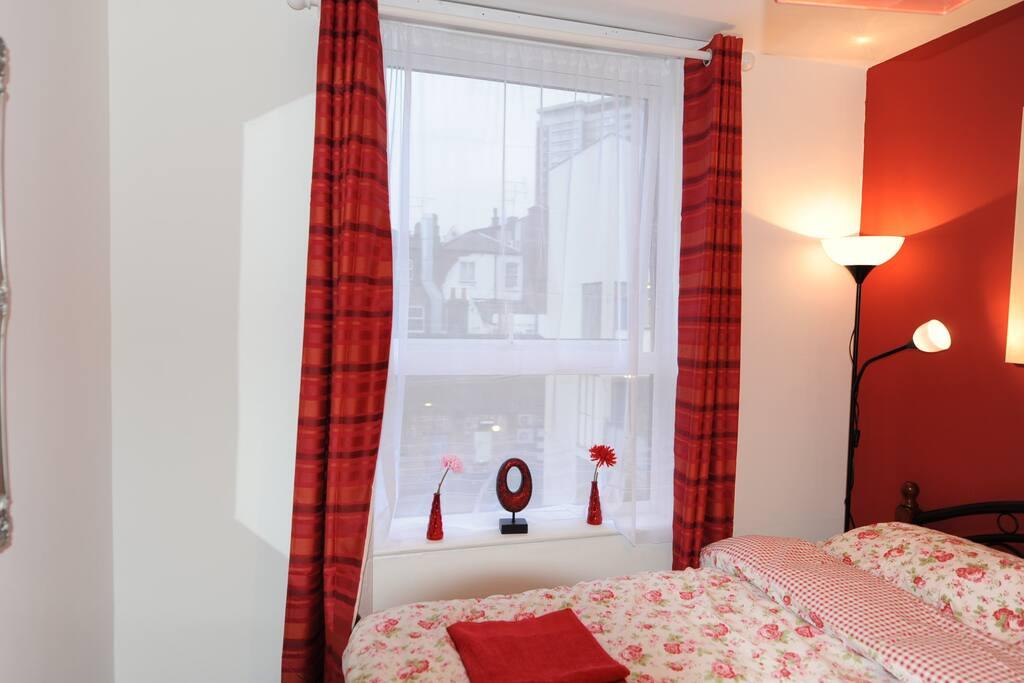 Dbl Room-Egware Rd, Oxford St, IB1
