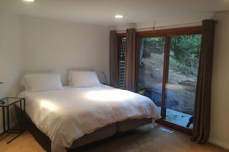 QK Lions Bay - Garden View Room - Bed & Breakfast