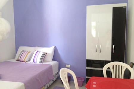 Quarto Casal lilas (B & B) - Recife