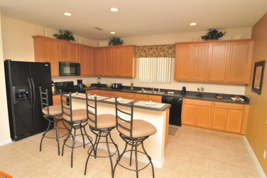 Beautiful fully equipped Kitchen and breakfast bar