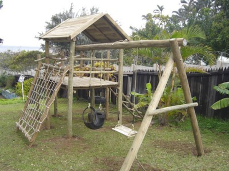 Jungle gyn playground for kiddis with swings, slides and monkey ropes