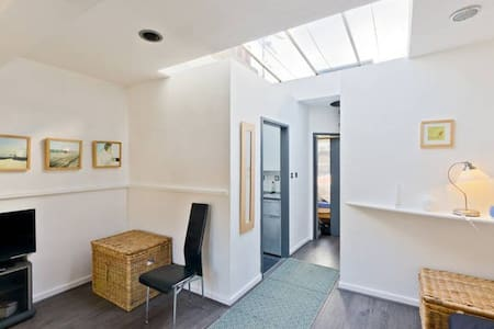 Smart and Bright Soho Apartment - London - Apartment