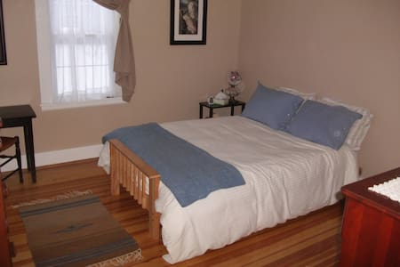 Cozy Room on Rt 66 in Northampton - Talo