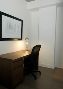 PRIVATE SUITE WITH OFFICE MONTREAL - Mont-Royal - Apartment
